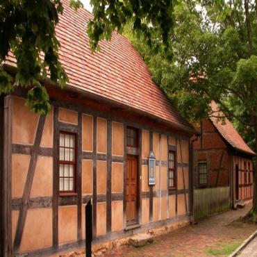 Street view Old Salem