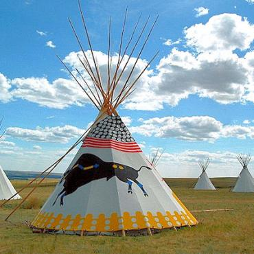 CAN AL Fort MacLeod teepee.jpg