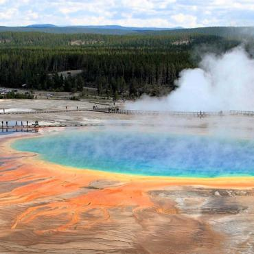 WY Yellowstone hot spring pool.jpg