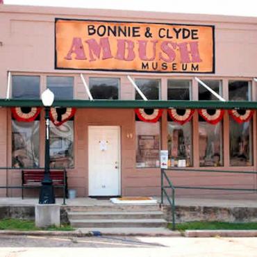 Bonnie & Clyde Ambush Museum.jpg