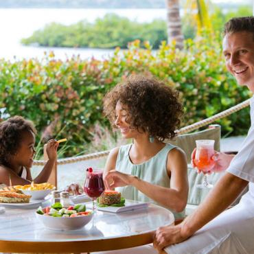 Club med family dining.jpg