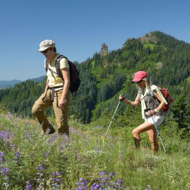 OR Cascade Mtns hikers.jpg
