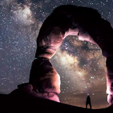 UT Delicate Arch dark sky.jpg