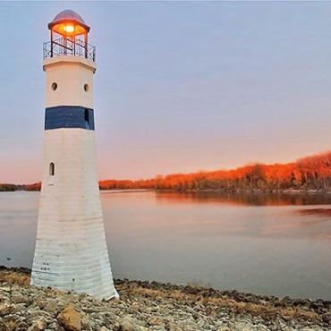 Iowa Clinton lighthouse.jpg