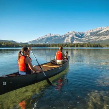 canoeing-in-jasper-national[1]