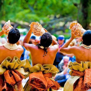 Hawaii conch men