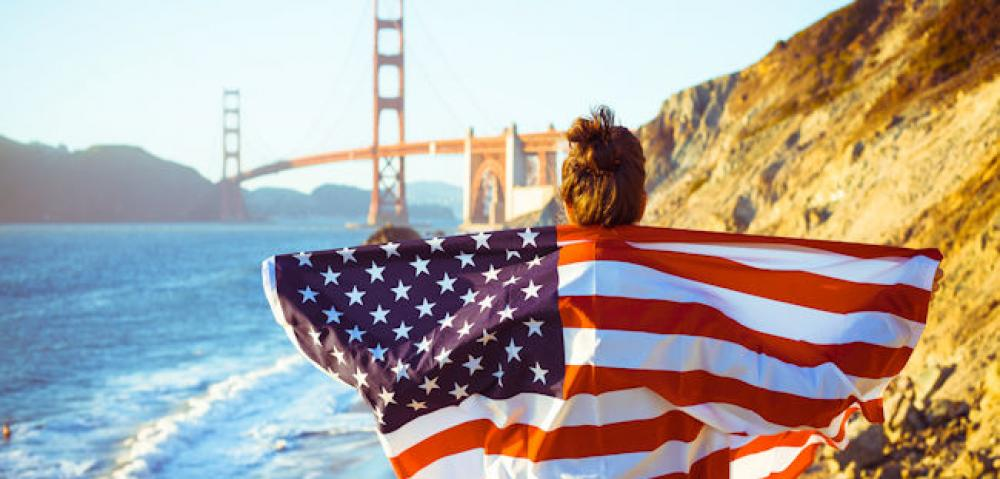 Golden Gate bridge flag iStock-463306131web