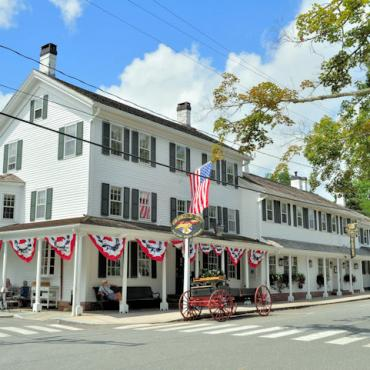 CT Essex_Griswold_Inn_04_(9365849358)[1]