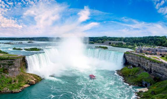 CAN- Horeshoe Falls Hornblower Niagara Cruises