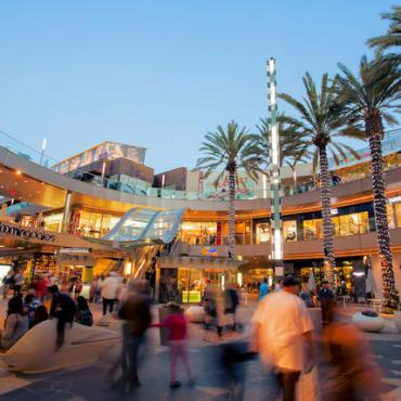 Santa Monica Place Main Plaza