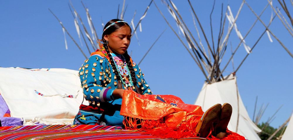Main Page Indian lady & Teepees