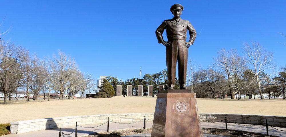Eisenhower_Statue_Abilene_Kansas[1]