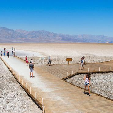 Badwater_Basin,_Death_Valley[1]