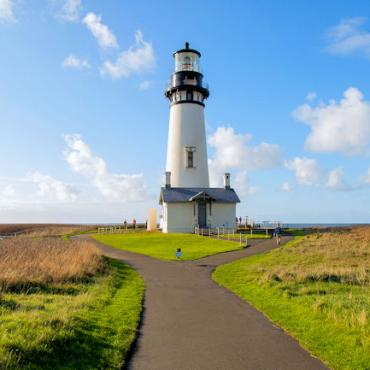 Newport Yaquina Head Lighthouse Credit TravelOregon