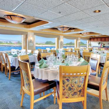 Uncruise Safai Endeavor _dining