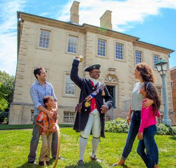 VA Family with Old Town Crier Carlyle House Credit K Summerer for Visit Alexandria