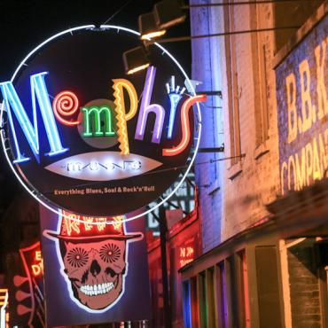Memphis_neon_sign_on_Beale_Street_ Brand USA/Copyright © Memphis Convention and Visitors Bureau 2011 All Rights Reserved.