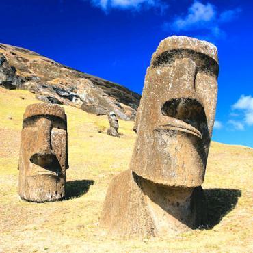 RSSC-Moai_at_Rano_Raraku_-_Easter_Island