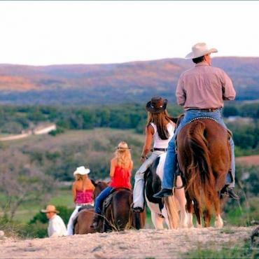 TX Bandera horseriding