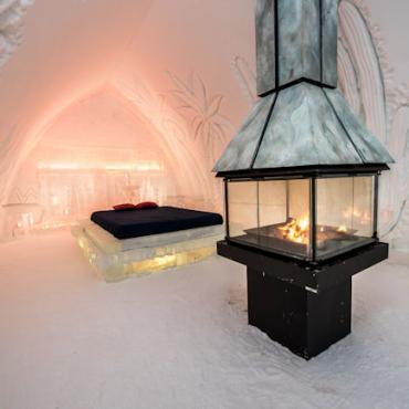 Hotel De Glace bed