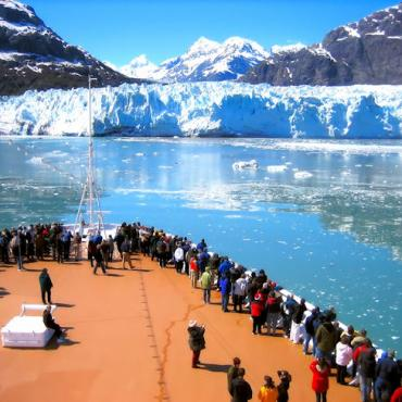 Cruise ship Glacier Bay