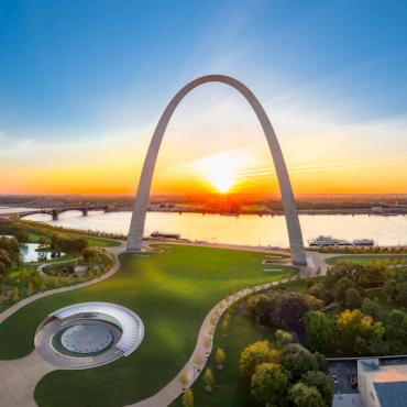 STL Gatway Arch Photographer McElroy Fine Art Photography Copyright © St. Louis Convention & Visitors Commission. All Rights Reserved.
