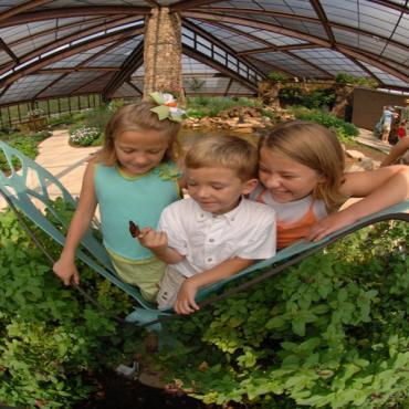kids in botanical gardens