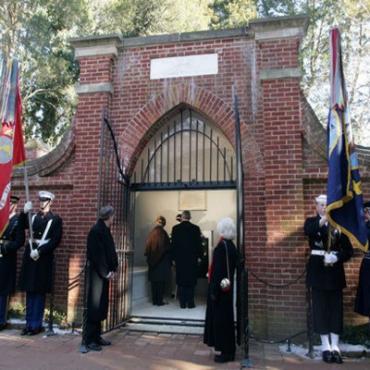 Mount Vernon Estate George's tomb