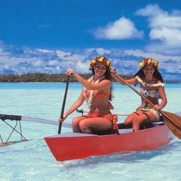 HI Girls in canoe