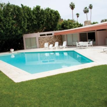 PSP Elvis Honeymoon hotel pool