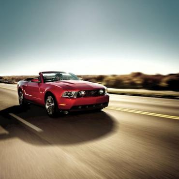 2010-ford-mustang-convertible[1]