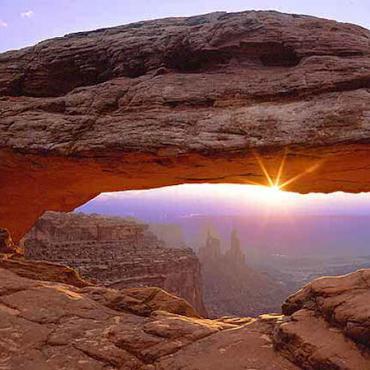 UT Canyonlands Mesa Arch[1]
