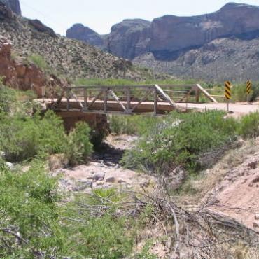 AZ apache trail09[1].jpg
