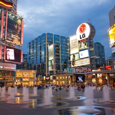 Toronto Dundas Sq Eaton Shopping.jpg