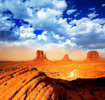 Monument_Valley_Arizona_04[1].jpg