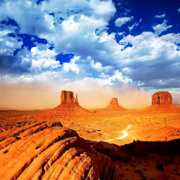 Monument_Valley_Arizona_04[1].jpg