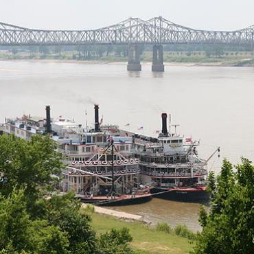MS Natchez under the hill boats.jpg