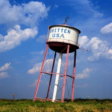 Rte 66 Leaning Water Tower.jpg