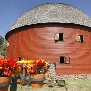 Rte 66 OK Round Barn.jpg