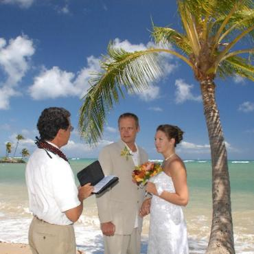 Hawaii beach wedding.jpg