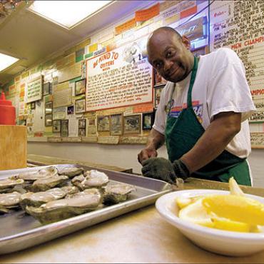 Wintzell_s_Oyster_House___fresh_oysters__.jpg