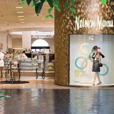STL Plaza Frontenac shops.jpg