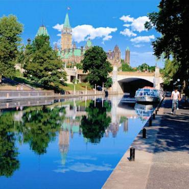 TRAFLGR Rideau Canal Ottawa.jpg