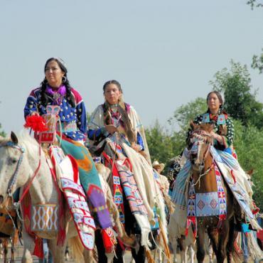 MT Inidians on horse.JPG