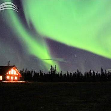 northern_lights_lodge_aurora[1].jpg