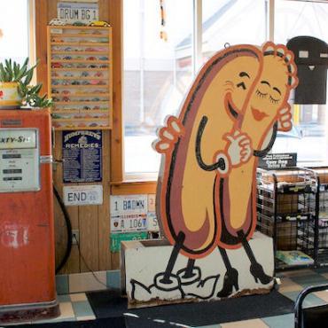 Rte 66 Coazy Dog diner.jpg