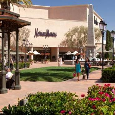 Fashion island shops.jpg